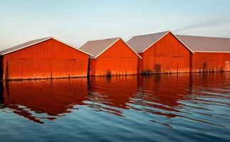 rangée de hangars à bateaux