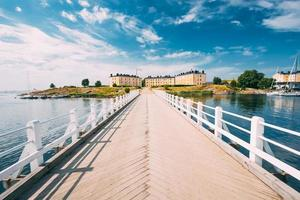 forteresse de la mer. immeuble résidentiel à suomenlinna à helsinki, photo