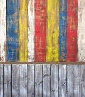 Mur de planche en bois patiné gris et couleur