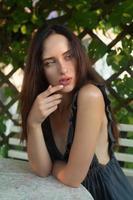 portrait de jeune fille sensuelle photo