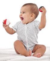 petit bébé aime jouer. photo