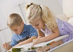 jeunes enfants à colorier photo
