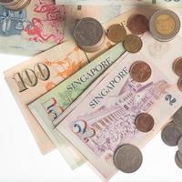 billets de banque, argent de la Thaïlande et de Singapour photo