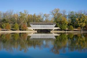 Brownsville réflexion du pont couvert photo