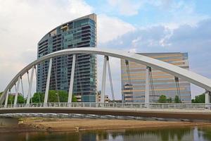 centre-ville de columbus ohio et pont scioto au printemps photo