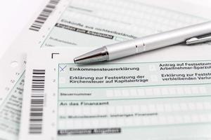 formulaire de déclaration de revenus avec stylo à bille