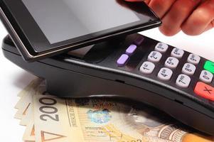 payer avec la technologie nfc sur téléphone mobile photo