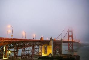 Golden gate bridge avec brouillard san francisco photo