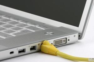 ordinateur portable connecté Ethernet photo