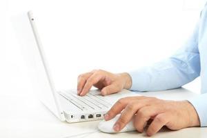 homme d'affaires et ordinateur portable photo
