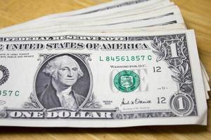un dollar sur une table