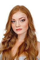 belle femme aux cheveux rouges photo