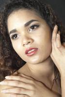 belle fille latine photo