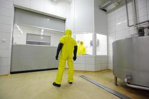 spécialiste de l'uniforme en zone industrielle à accès restreint photo