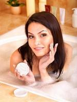 femme, prendre, bain moussant