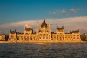 Vue du bâtiment du Parlement à Budapest en Hongrie