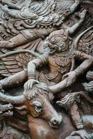 sculpture sur bois dans la culture thaïlandaise photo