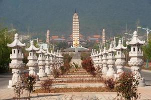 le temple de chongsheng et la zone touristique de la culture des trois pagodes. photo