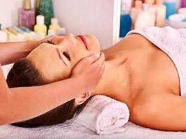 femme, obtenir, massage facial photo