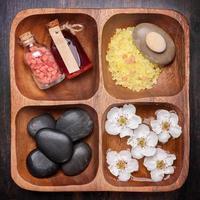 spa, soins du corps, manucure. photo