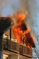maison en feu photo
