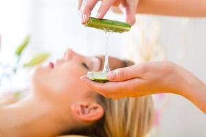 bien-être - femme, obtenir, massage tête, dans, spa photo