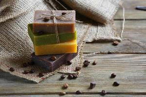 savon artisanal avec grains de café torréfiés photo