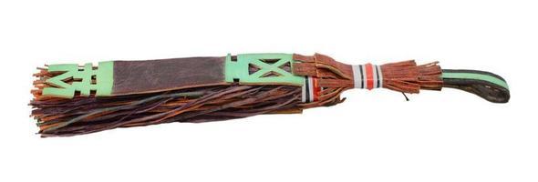 gland en cuir traditionnel utilisé par les touaregs au mali, afrique photo