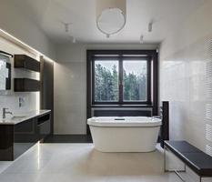 intérieur de salle de bains de luxe photo