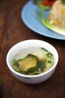 bouchent la soupe aux légumes