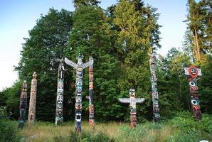 totem peint indien à stanley park photo