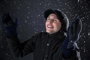 homme heureux aime la neige photo