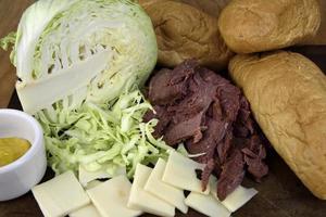 ingrédients de sandwich au bœuf salé photo