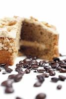 gâteau au café avec des haricots frais photo