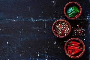 épices et herbes photo