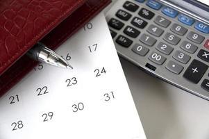 stylo point sur le calendrier photo