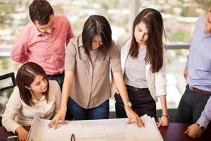 groupe d'architectes au travail photo