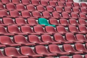 le siège vide du stade de football. photo