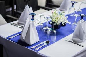 table de dîner mise en place photo