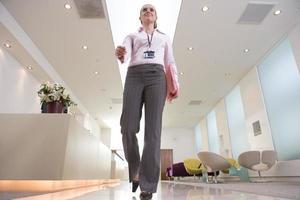 femme affaires, réception, bas, angle, vue photo