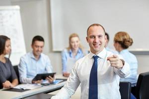 groupe, sourire, hommes affaires, réunion, bureau photo