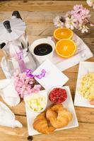 table de petit déjeuner photo