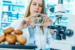 vérification des aliments sur le contenu herbicides et pesticides