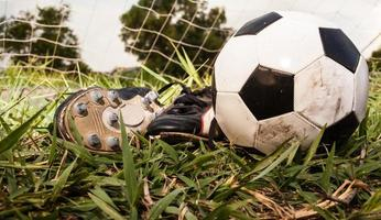 chaussures de football et football photo
