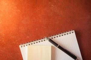 bloc-notes et papier collant