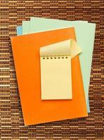 bloc-notes jaune photo