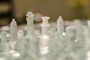 pièces d'échecs prêtes pour le jeu photo