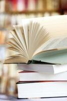 livre ouvert à l'intérieur