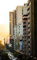 coucher de soleil dans la ville de guayaquil photo