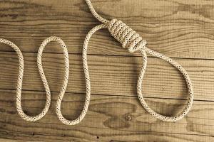 nœud coulant sur fond en bois photo